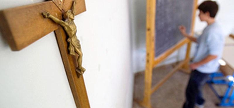 Térképekre cserélné a feszületet a tantermekben az olasz oktatási miniszter
