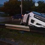 Szalagkorláton állt meg egy Chevrolet Camaro SS