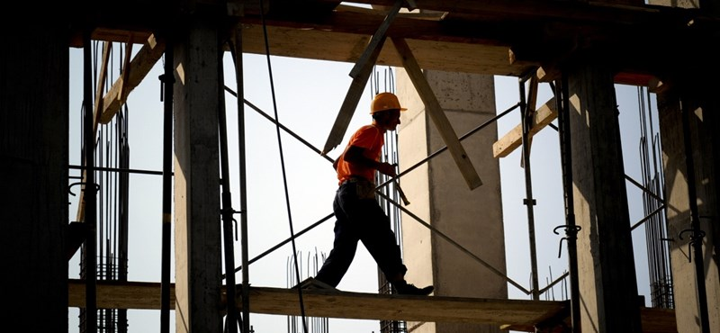 Nem lehet 2422 forintnál alacsonyabb az építőipari óradíj