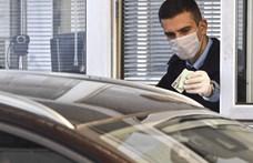 Koronavírus: megállítják az autókat a szlovák határokon péntek estétől