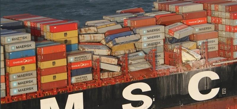 Mintegy 270 konténer borult a tengerbe egy hajóról Hollandia partjainál