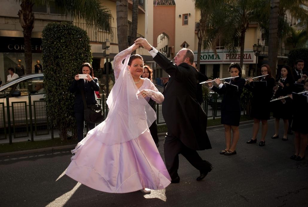 afp.15.02.23. - Torremolinos, Spanyolország: résztvevők báli öltözetben a torremolinosi Európai Társastánc Bajnokságon - 7képei, tánc