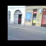 """Videó: miskolci politikus fia """"tujázott"""" a villamoson"""