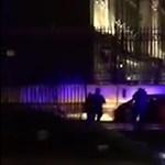Videó: autó hajtott a Buckingham-palota kerítésének