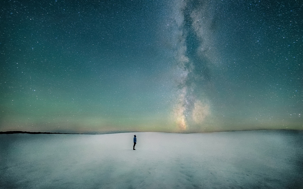 ''People and Space'' kategória, 2. helyezett: Hi.Hello . - Brit Királyi Obszervatórium, Astronomy Photographer of the Year 2013.