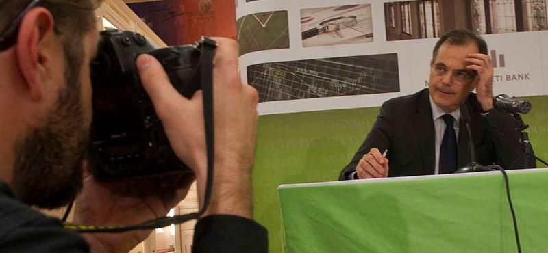 MNB-törvény: Simornak nem tetszik, mégis támogatták a módosítást
