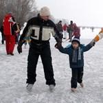 Mindenhol korcsolyáznak a Balatonon, hivatalos jégpályák hétfőtől