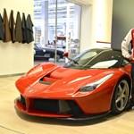 Így pózol Räikkönen a LaFerrarival – fotó