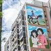Hatalmas, meserészleteket ábrázoló festmény került egy józsefvárosi panelházra