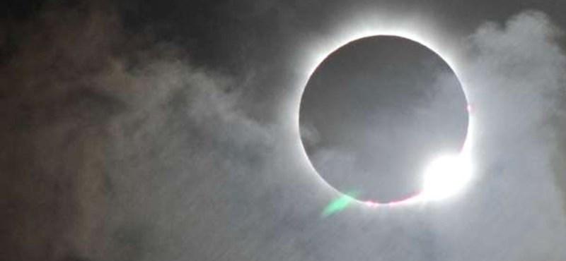 Teljes napfogyatkozás: itt nézheti élő videón