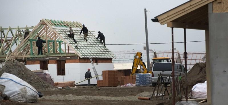 Blikk: A semmi közepén húzták fel az ócsai lakópark házait