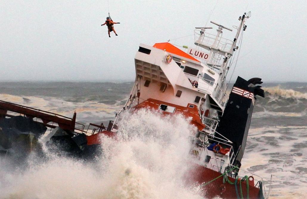 AP! spanyol teherhajó-baleset 2014.02.05.