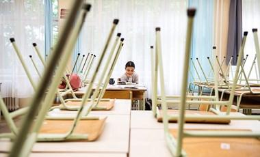 Több tízezer forintot kell fizetnie, hogy újra taníthasson egy pályaelhagyó tanár