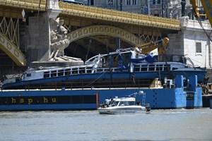 rev.19.06.11. A Hableány turistahajó roncsának kiemelése a Margit hídnál 2019. június 11-én