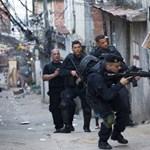 Helikoptereket és páncélosokat vetettek be a riói nyomornegyedben