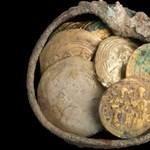 A keresztes hódítók elől rejtették egy izraeli kútba a ritka aranykincseket