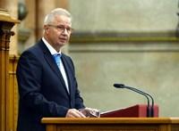 32 millió forintért vásárolt be Trócsányi László az új szuperkötvényből
