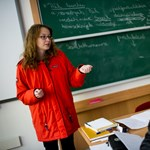 Fotógaléria: tanítás pokrócokba bugyolálva a fűtetlen tanteremben