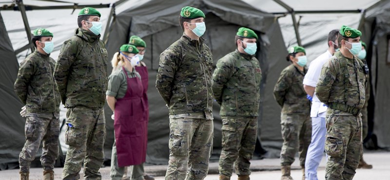 Kezd több mint kellemetlenné válni a koronavírus a hadseregek számára