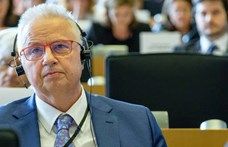 Politico: Trócsányi perrel fenyegeti a Néppártot