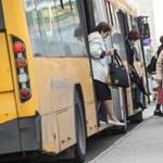 Kimerülten járnak dolgozni a buszsofőrök a túlórák miatt