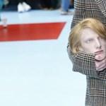 A hónuk alá csapják a saját fejüket az Instán: megjött a Gucci-kihívás