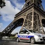 Építik a golyóálló üvegfalat az Eiffel-torony köré - fotók