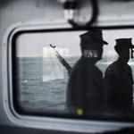Figyelmeztető lövéseket adott le egy iráni hajóra az USA