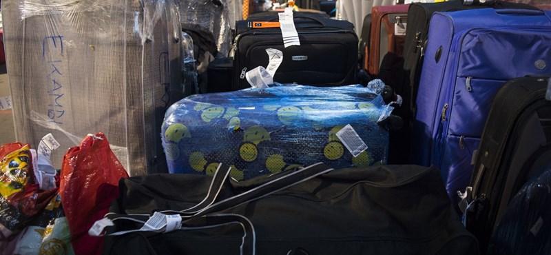 Ez már a vég: Nem el-, hanem beloptak egy pénztárcát az utas poggyászába