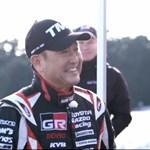 Nem semmi figura a Toyota főnöke – videó