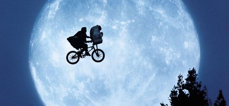 37 év után találkozik E.T. és Elliott egy bájos karácsonyi reklámban