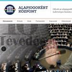 Az Alapjogokért Központ simán letagadja, hogy a kormányt hivatott támogatni