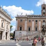 Miért láncolta magát egy rendőr a római városházához?