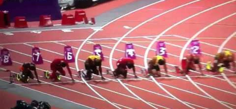 Videó: sörösüveg repült a sprinterek felé