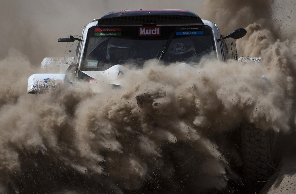 afp. Chilecito, Argentina, 2015.01.06. Optimu's French driver Pascal Thomasse and co-driver Pascal Larroque compete in the 2015 Dakar Rally Stage 3 between San Juan and Chilecito, Argentina, on January 6, 2015.