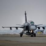 Egy Bahreinbe tartó utasszállító miatt riasztották itthon a Gripeneket