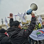 Rabszolgatörvény: baloldali diplomások tüntetnek a munkásokért