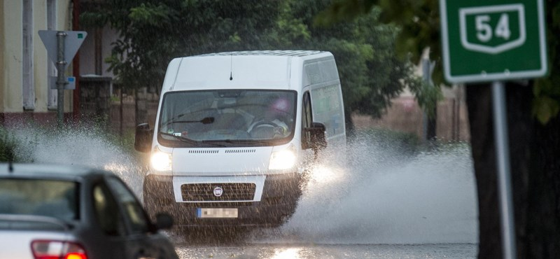 Hatalmas viharok és felhőszakadások miatt adtak ki riasztást
