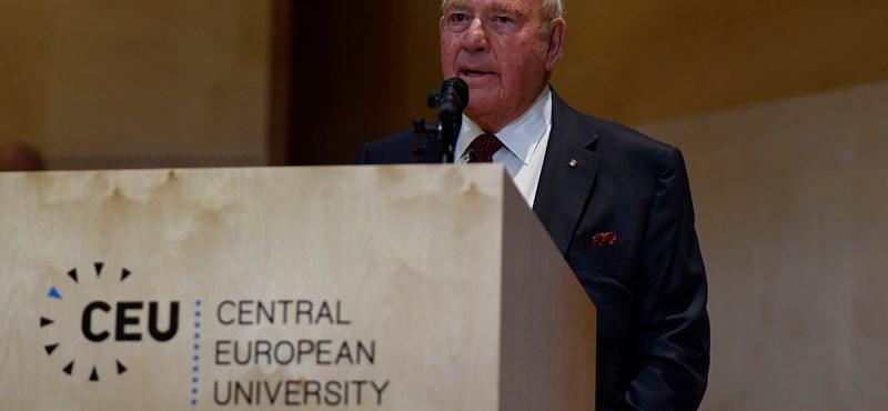 A NER egyik ikonikus ellenfelével fotózkodott az amerikai nagykövet