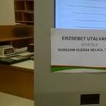 Már sorszám nélkül osztják az Erzsébet-utalványt a postán