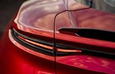 Egy osztrák ékszerész jár a kirúgott nagykövet 80 milliós luxusautójával