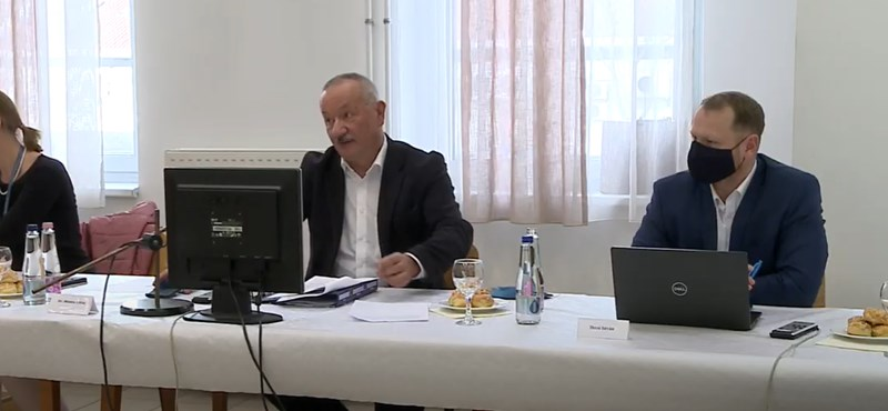 A PTE rektora a modellváltás kezdeményezését javasolja a szenátusnak