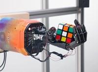 Van itt egy robotkéz, amely magától megtanulta, hogyan kell kirakni a Rubik-kockát
