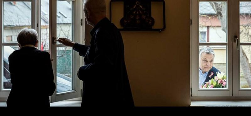 Zseniális fotón, ahogy Orbán bekukkant a Kossuth Nagydíjas Törőcsik Mari ablakán