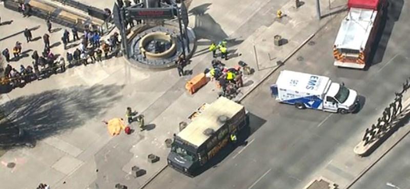 Torontói gázolás – kilenc halott, 16 sérült