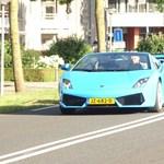 Lamborghinivel is el lehet menni nyaralni, csak nagyon furcsán néz ki