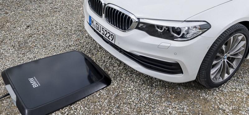 A BMW azt mondja, hogy végre eldobhatjuk a kábeleket