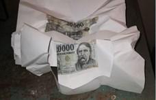 A4-es papírra nyomtatta a húszezreseket egy tiszaföldvári férfi