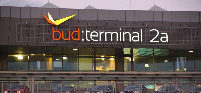 Hőség: busszal viszik az utasokat az induló gépekhez a ferihegyi reptéren