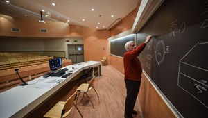 Milyen anyagi terhek nyomják a külföldön tanuló egyetemisták vállát?